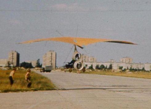 motolotnia z dwoma silnikami z otunelowanymi śmigłami